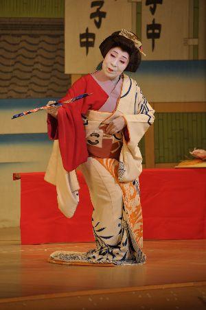 私の母親は日本舞踊の師匠をしています。今日は御園座での公演で踊ると言うの... テニスブログ テ